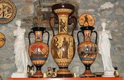 Cerámica haciendo copias de los floreros del griego clásico Fotos de archivo libres de regalías