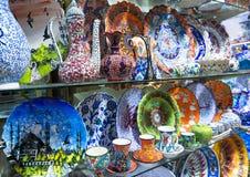 Cerámica turca del bazar magnífico en Estambul, Turquía Foto de archivo libre de regalías