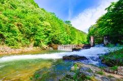 Cerna flod i Herculane - Rumänien Arkivbilder