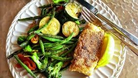 Cernia e verdure Immagini Stock