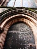 Cerniera di porta decorata con bellezza di progettazione floreale Immagine Stock
