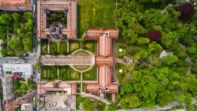 CERNIVCI, UCRAINA - aprile 2017: Residenza di Bukovinian e dei Metropolitans dalmata Università nazionale di Cernivci da sopra fotografie stock