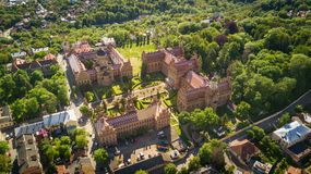 CERNIVCI, UCRAINA - aprile 2017: Residenza di Bukovinian e dei Metropolitans dalmata Università nazionale di Cernivci da sopra immagine stock