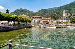 Cernobbio, é um recurso de feriado popular, situado ao noroeste de Como na costa do lago Como imagens de stock