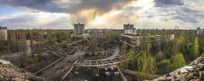 Cernobyl - vista grandangolare di Pripyat fotografie stock libere da diritti