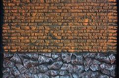 Cerque la textura de piedras coloreadas alargadas en colores calientes Weathered manchó el tipo moderno de la cerca Wal concreto  Foto de archivo libre de regalías