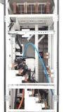 Cerrado encima de la barra de distribución de cobre instale el panel de distribución principal interior Imagen de archivo libre de regalías