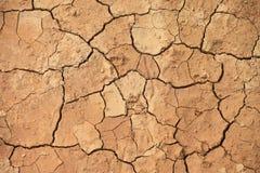 Cerrado-para arriba agrietado de la tierra debido a sequía Foto de archivo