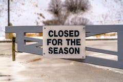 Cerrado para la muestra de la estación en una puerta fotografía de archivo libre de regalías