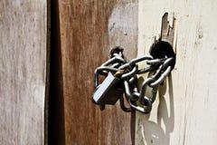 Cerradura de cadena de la hebilla del hierro Imagenes de archivo