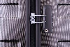 Cerradura de combinación en la maleta imagen de archivo