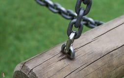 Cerradura de las cadenas en el registro Fotografía de archivo libre de regalías