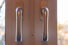 Cerradura de puerta con la manija y la llave imagen de archivo libre de regalías