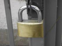 cerradura de una puerta de la yarda Foto de archivo