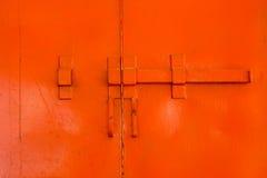 Cerradura del vintage en ventana roja Fotos de archivo libres de regalías