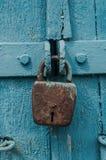 Cerradura vieja del granero del hierro foto de archivo libre de regalías
