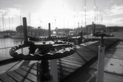 Cerradura y muelle en un día soleado imagenes de archivo