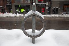 Cerradura y nieve de la bici de Toronto Fotos de archivo