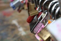 Cerraduras del amor en República Checa fotos de archivo