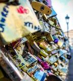 Cerraduras en el puente Fotos de archivo libres de regalías