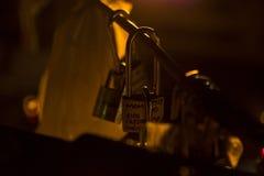 Cerraduras en el puente de Brooklyn Imagenes de archivo