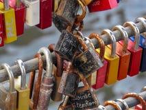Cerraduras en la cerca fotos de archivo