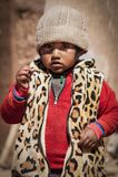 CERRILLOS - ΒΟΛΙΒΙΑ, ΣΤΙΣ 10 ΑΥΓΟΎΣΤΟΥ 2017: Μη αναγνωρισμένο παιδί στο χωριό Cerrillos σε βολιβιανό Altiplano κοντά στο Eduardo  Στοκ φωτογραφία με δικαίωμα ελεύθερης χρήσης