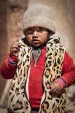 CERRILLOS - BOLIVIË, 10 AUGUSTUS, 2017: Niet geïdentificeerd kind in Cerrillos-dorp op Boliviaanse Altiplano dichtbij Eduardo Ava Royalty-vrije Stock Fotografie