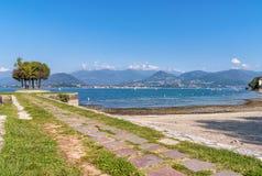 Cerro är en bråkdel av Laveno Mombello på kusten av sjön Maggiore Royaltyfri Fotografi