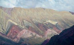 Cerro de siete colores, berg för röd färg Arkivbilder