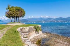 Cerro, jest ułamek Laveno Mombello na brzeg Jeziorny Maggiore zdjęcia royalty free