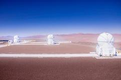 CERRO PARANAL, ATACAMA pustynia CHILE, JAN, - 15, 2010: VLT, Bardzo Wielki teleskopu kompleks przy europejczykiem Południowym zdjęcia stock
