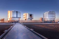 CERRO PARANAL, DESERTO DI ATACAMA, CILE - OTTOBRE 5, 2010: Il VLT, complesso molto grande del telescopio Fotografia Stock