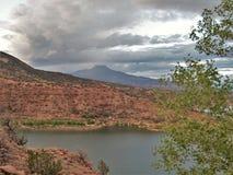 Cerro Pedernal och Abiquiu sjö Fotografering för Bildbyråer