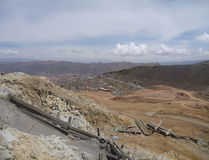 Cerro ricokulle med silverminer i potosi Arkivfoto