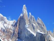 Cerro Torre μεγάλη κινηματογράφηση σε πρώτο πλάνο, που πραγματοποιεί οδοιπορικό τη EL Chalten Αργεντινή στοκ εικόνες