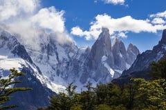 Cerro Torre ο παγετώνας μια κατάπληξη βλέπει από το καταφύγιο βουνών Maestri, Παταγωνία, Αργεντινή στοκ εικόνες