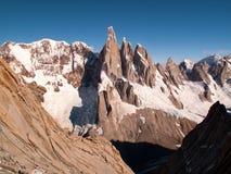 Cerro Torre berg tijdens een bergbeklimming in Patagonië wordt gezien dat royalty-vrije stock foto's