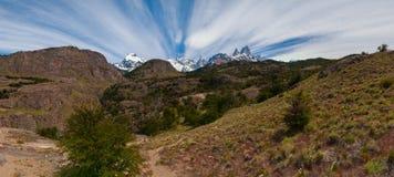 Cerro Torre et Fitz Roy de la route de trekking se dirigeant au camp de base Photos stock