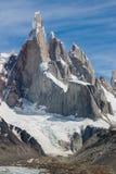 Cerro Torre al verticale perfetto del tempo Fotografie Stock