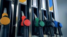 Certains des gicleurs d'essence obtiennent montrés dans une fin  clips vidéos