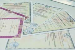 Certificaat en diploma Certificaat van voltooiing stock foto's