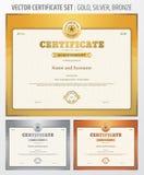 Certificaat van voltooiingsmalplaatje in vector in gouden zilveren en Stock Foto