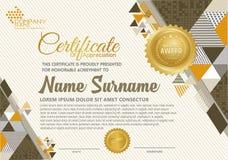 Certificaatsjabloon met veelhoekige stijl, elegant en modern patroon royalty-vrije illustratie