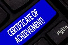 Certificado da exibição do sinal do texto da realização A foto conceptual certifica que uma demonstração feita excepcionalmente b imagens de stock