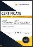 Certificado horizontal de la elegancia negra amarilla con el ejemplo del vector, plantilla blanca del certificado del marco con l ilustración del vector