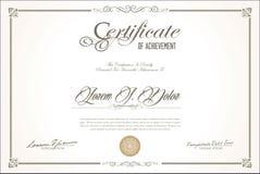 Certificado o diseño retro del vintage del diploma imagenes de archivo