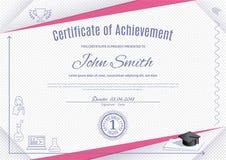 Certificat blanc officiel avec les triangles roses et les icônes minces d'éducation, chapeau de graduatioin, tasse Nettoyez la co Images stock
