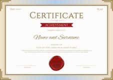 Certificat de calibre d'accomplissement en l'or et rouge de vecteur Images stock