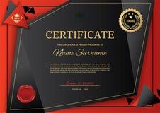 Certificat noir officiel avec les éléments noirs rouges de conception de triangle Emblème noir, texte d'or Photo stock
